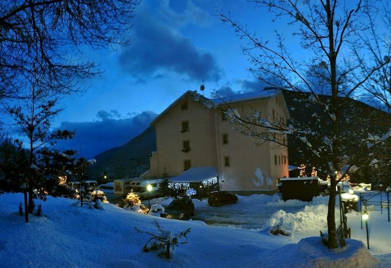 Hotel Il Poggio, Roccaraso, Facciata hotel (sera/notte)
