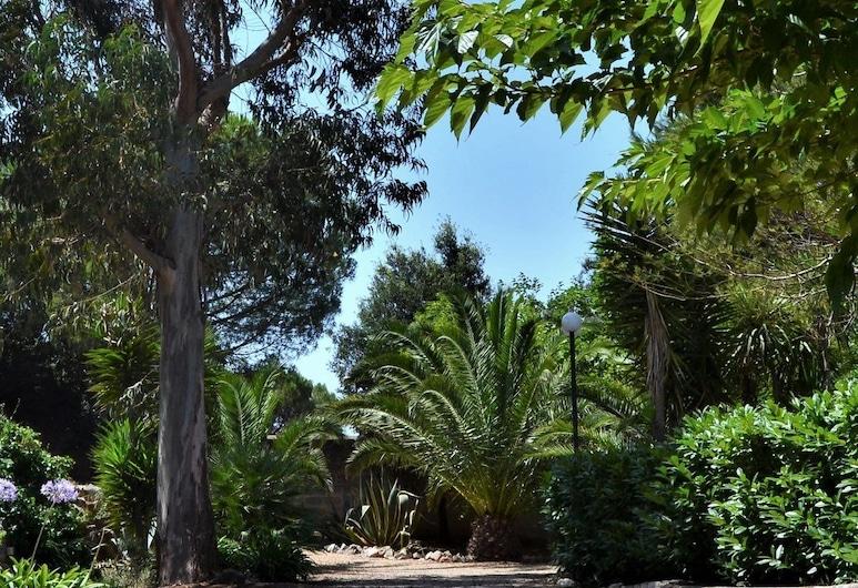 Centro di Spiritualità Madonna della Nova, Ostuni, Garden