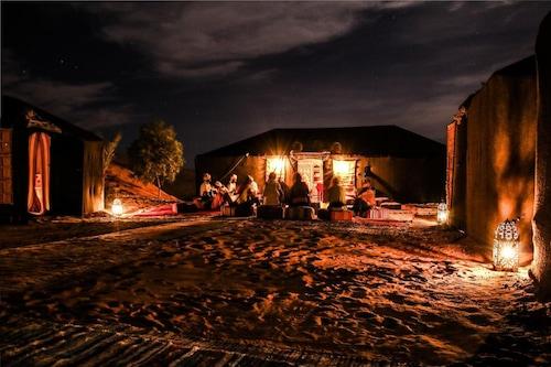 沙漠梅思佳營飯店/