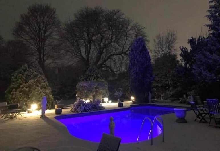 Norfolk House Hotel, Maidenhead, Outdoor Pool