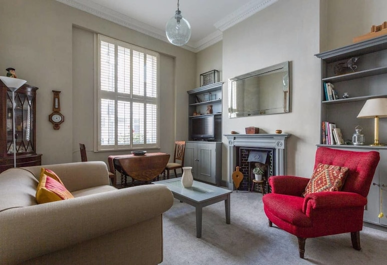 Gorgeous 1BR Home in Victoria W/patio, 4 Guests, London