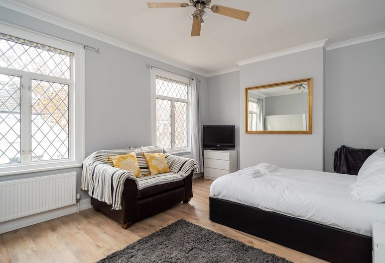 Fresh 2 Bedroom Flat by the River Thames, London