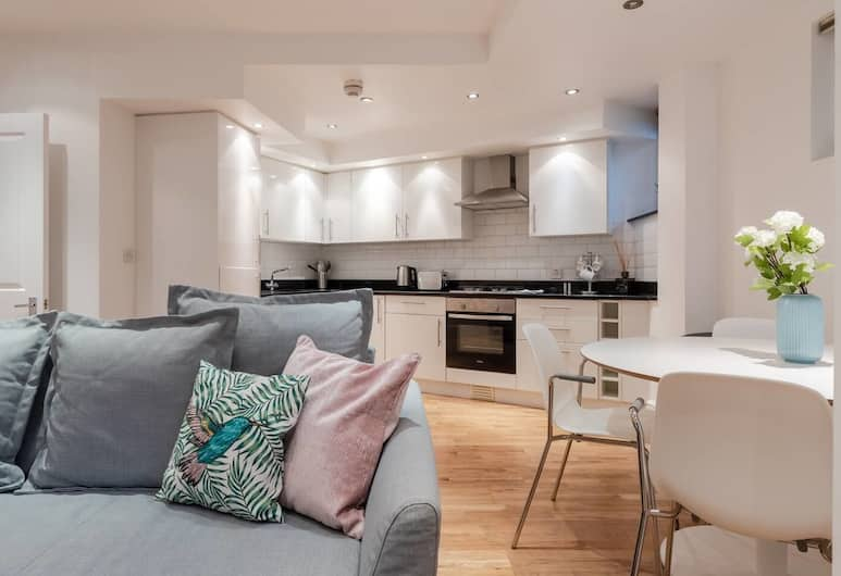 Newly Refurbished 1 Bedroom for 4 in Chelsea, London, Wohnzimmer