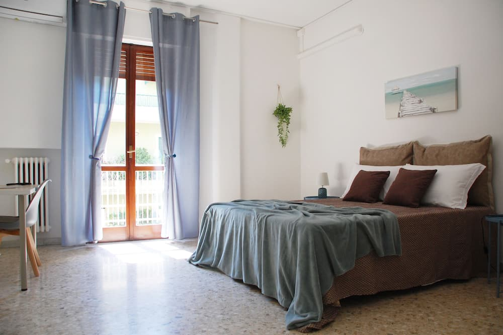 Třílůžkový pokoj typu Basic, společná koupelna (Esterno 5) - Pokoj