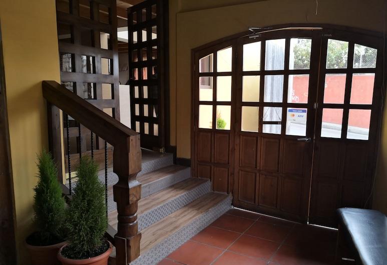Hotel Mezzanine, San Marcos, Eingangsbereich