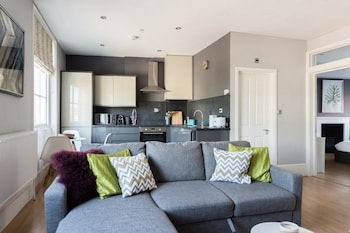 Image de The Hippodrome House - Sleek & Stylish 1bdr Apartment in the Old City à Bristol