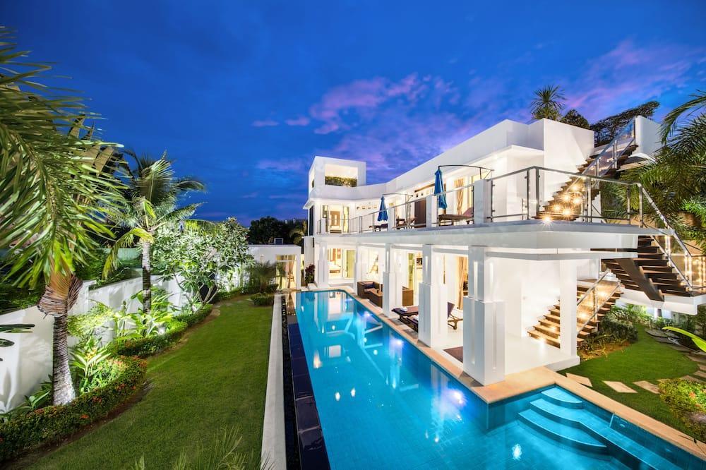 Five-Bedroom Villa with Private Pool and Spa Bath - Pokój