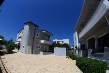 Picture of Tiku's Apartments in Ksamil