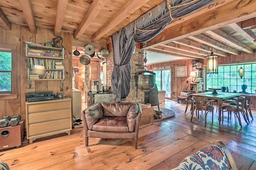 """The Mill River Cabin' w/ Fireplace & River View!/></noscript><img class="""""""" data-src=""""https://exp.cdn-hotels.com/hotels/39000000/38410000/38407600/38407505/2d622855_y.jpg?impolicy=fcrop&w=500&h=333&q=high"""" alt=""""'The Mill River Cabin' w/ Fireplace & River View!""""/></span></div><div class=""""_2mwGi9""""><div class=""""_1AWUGb""""><section class=""""xQv_W8""""><div class=""""OXlLRS""""><h2 class=""""_3-7yB4"""">'The Mill River Cabin' w/ Fireplace & River View!</h2></div><p class=""""_1lXFgH""""><span class=""""_3PJboa""""><span>1kilometer to city centre</span></span></p></section></div><div class=""""_30dwfS _1hMIWH""""><div class=""""_2dCxfW""""><span class=""""S269px _1yY-Dp""""><span class=""""is-visually-hidden"""">Guest rating</span><span class=""""_1biq31 _11XjrQ _3yXMS-"""">9.6<span class=""""is-visually-hidden"""">.</span></span><span class=""""_3Luohr"""">Exceptional</span><span class=""""_3HBaeM"""">19 Hotels.com guest reviews</span></span></div></div></div><a href=""""https://ph.hotels.com/ho1230040160/the-mill-river-cabin-w-fireplace-river-view-mill-river-united-states-of-america/"""" class=""""_61P-R0"""" rel=""""nofollow noopener noreferrer""""><span class=""""is-visually-hidden"""">'The Mill River Cabin' w/ Fireplace & River View!</span></a></div></li><li><div class=""""tObE0n""""><div class=""""_1M0UZH""""><span class=""""_1Ac6YH _2NFd5j _1DW1ZH ZCedaV""""><noscript><img src=https://exp.cdn-hotels.com/hotels/42000000/41180000/41178000/41178000/6d6c1dc1_y.jpg?impolicy=fcrop&w=500&h=333&q=high alt=Gedney Farm/></noscript><img class="""""""" data-src=""""https://exp.cdn-hotels.com/hotels/42000000/41180000/41178000/41178000/6d6c1dc1_y.jpg?impolicy=fcrop&w=500&h=333&q=high"""" alt=""""Gedney Farm""""/></span><div class=""""_3mfSem""""><span class=""""_351i3f""""></span></div></div><div class=""""_2mwGi9""""><div class=""""_1AWUGb""""><section class=""""xQv_W8""""><div class=""""OXlLRS""""><h2 class=""""_3-7yB4"""">Gedney Farm</h2><span class=""""_2dOcxA"""">3.5-star</span></div><p class=""""_1lXFgH""""><span class=""""_3PJboa""""><span>3.1kilometers to city centre</span></span></p></section></div><div class=""""_30dwfS _1hMIWH""""><div class=""""_2dCxfW""""><span class=""""S269px"""
