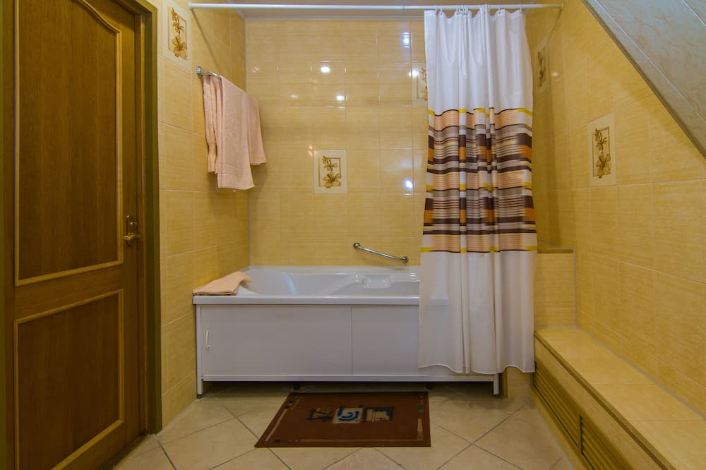 Prabangaus stiliaus studijos tipo numeris - Vonios kambarys