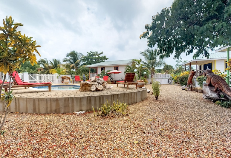 Charming Cabana With a Porch, Hammock, Strong Wifi, and a Shared Pool & Grill, Hopkins