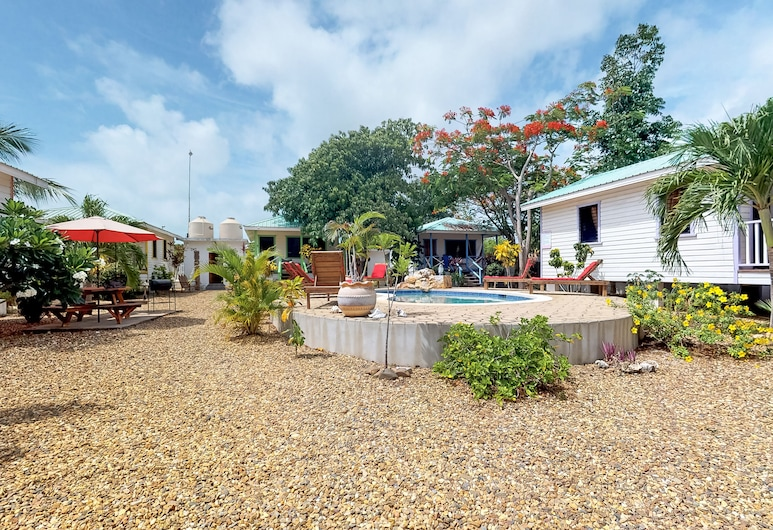 Cabana With a Porch, Hammock, Wifi, and View of the Shared Pool & Grilling Area!, Hopkins