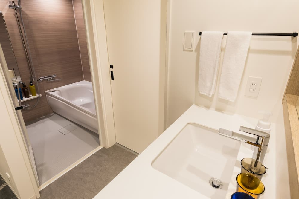 Premium Twin Room (For 3 Persons) - Bathroom