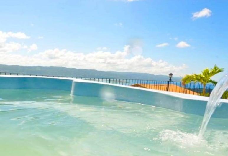 Sea breeze, Montego Bėjus, Lauko baseinas