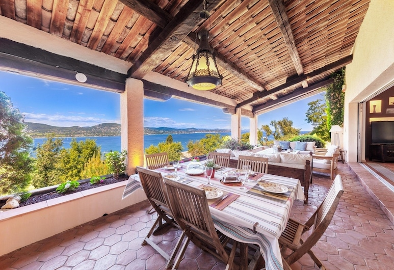 Villa with a Magic View of Saint Tropez, Gassin