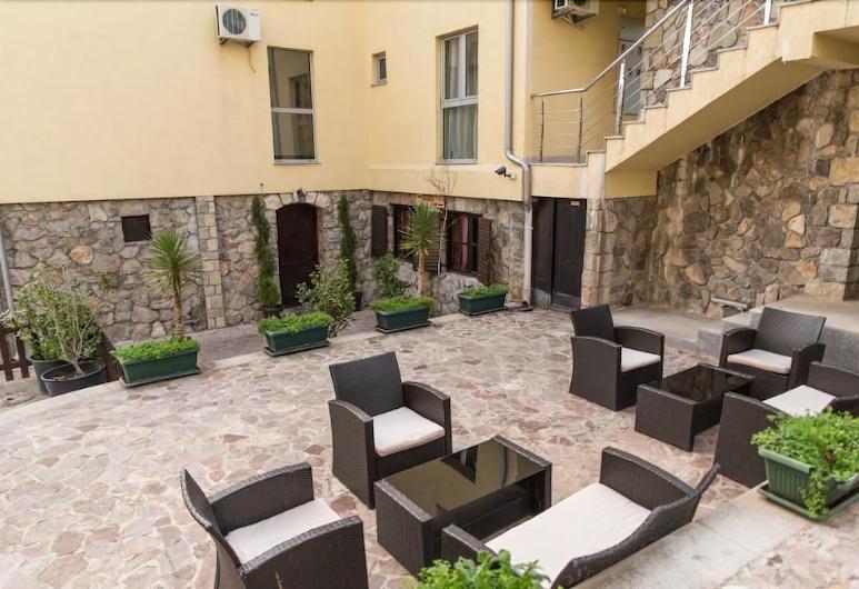 Crnogorska Kuća Hotel Podgorica, פודגוריצה, בר המלון