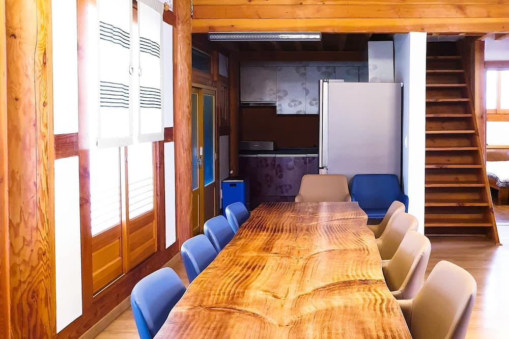 Traditional Ev (Whole House: Main+Annex Building) - Odada Yemek Servisi