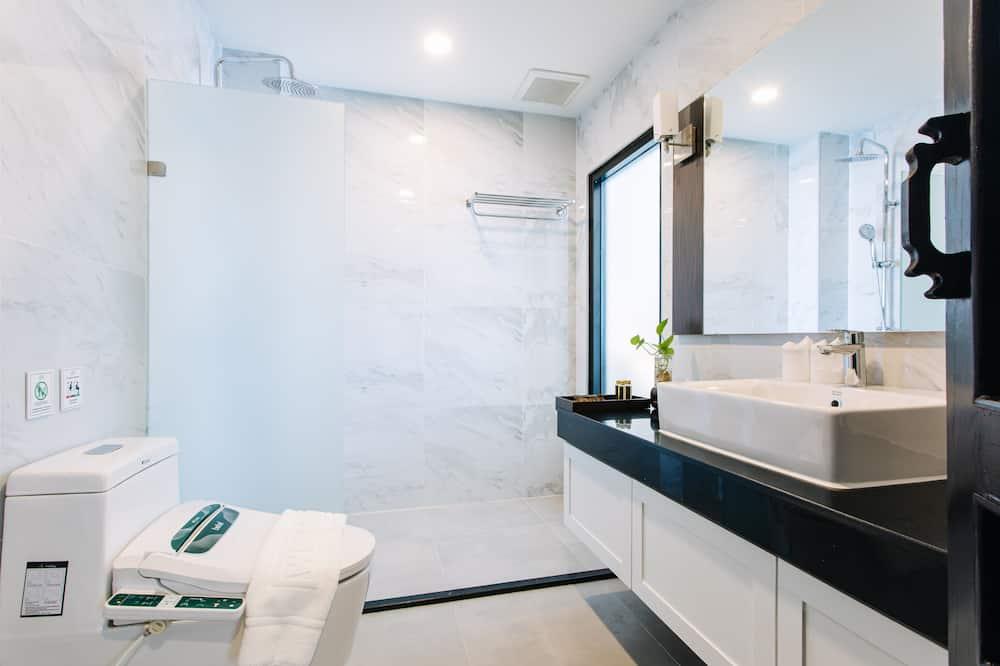 Deluxe Duplex - Bathroom