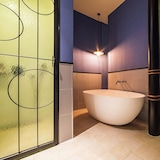 Bathtub Besar
