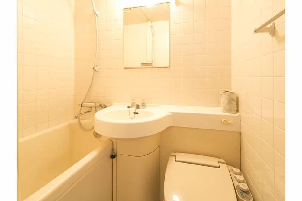 Economy Twin Room, Non Smoking - Bathroom