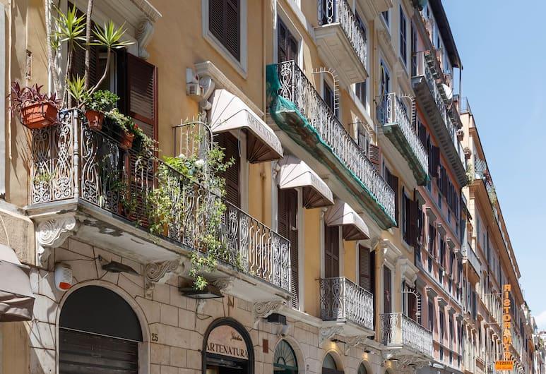 Hometown Vite, Rome, Exterior