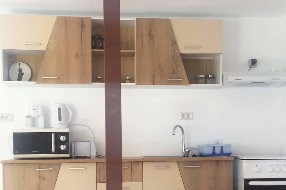 Kambarys su pagrindiniais patogumais - Bendra virtuvė