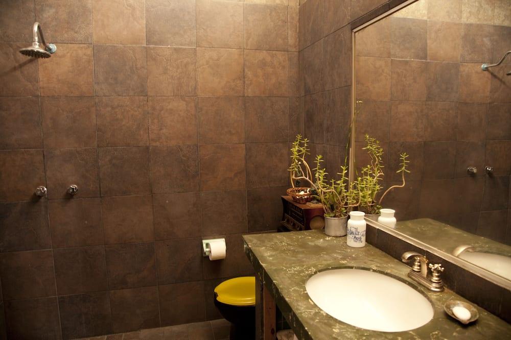 Standard Quadruple Room, Shared Bathroom (Hongos) - Bathroom
