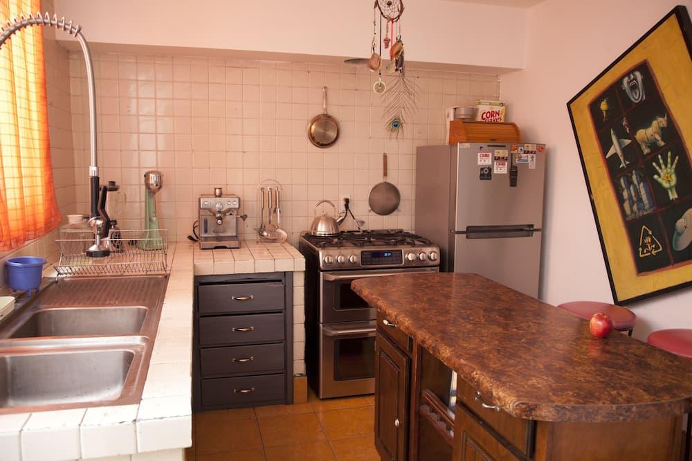 Standard Quadruple Room, Shared Bathroom (Hongos) - Shared kitchen