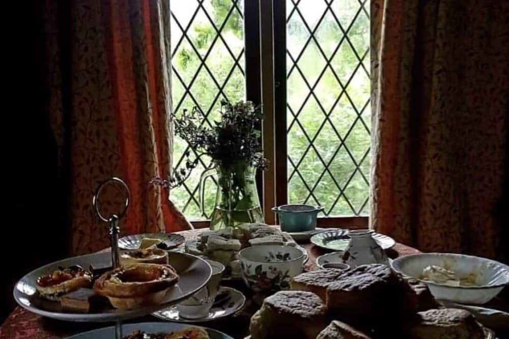 Romantický dom v korune stromu - Stravovanie v izbe