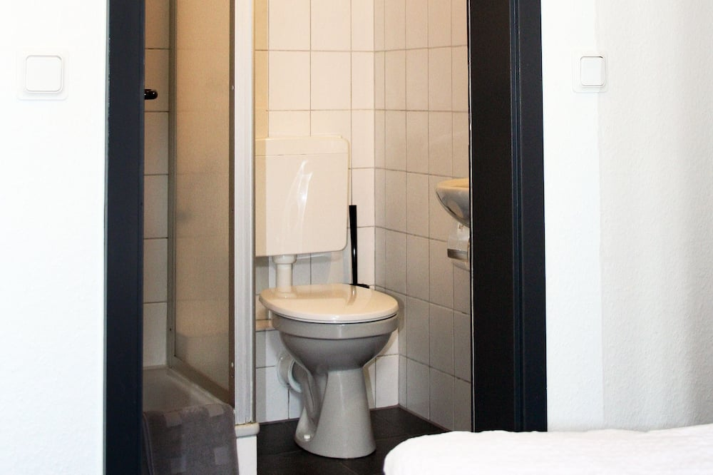 Kamar Single Tradisional - Kamar mandi