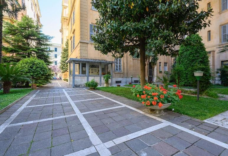 San Peter Dill House, Rooma, Ulkopuoli