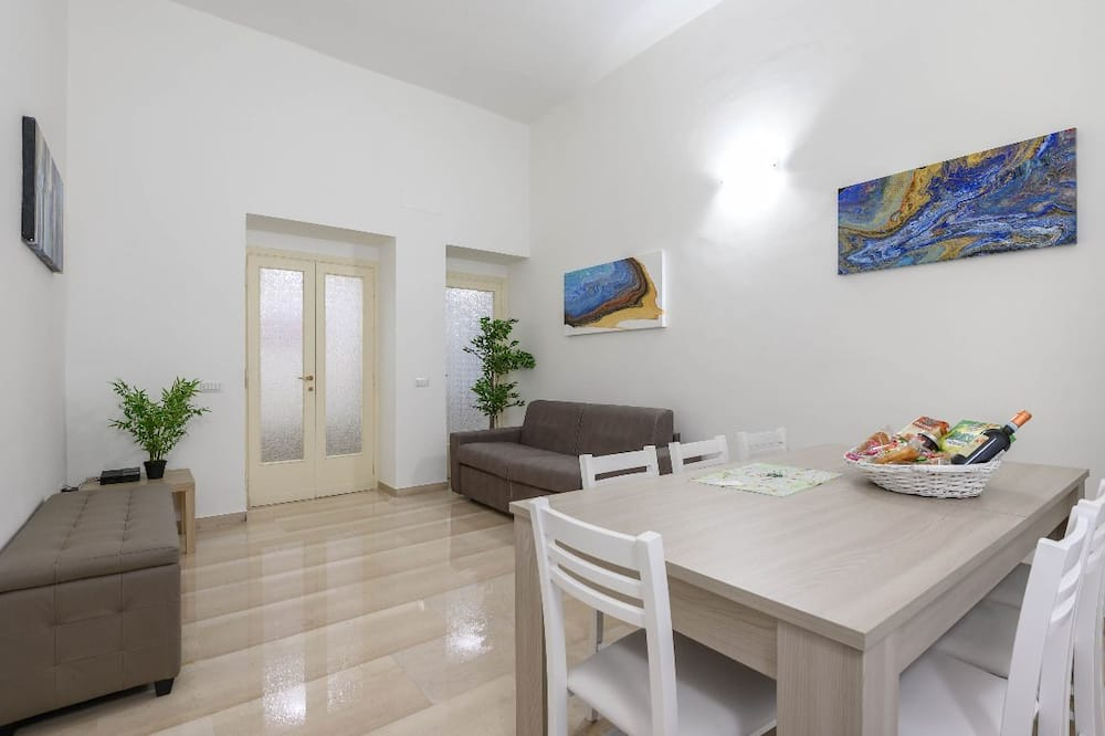 Apartment, 3 Bedrooms, 2 Bathrooms - In-Room Dining