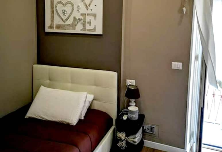 Apartment With 2 Bedrooms in Roma, With Balcony and Wifi - 20 km From the Beach, Rome