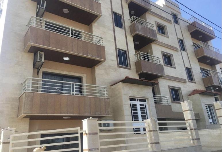 Koura Nakhla Apartment, Btouratij