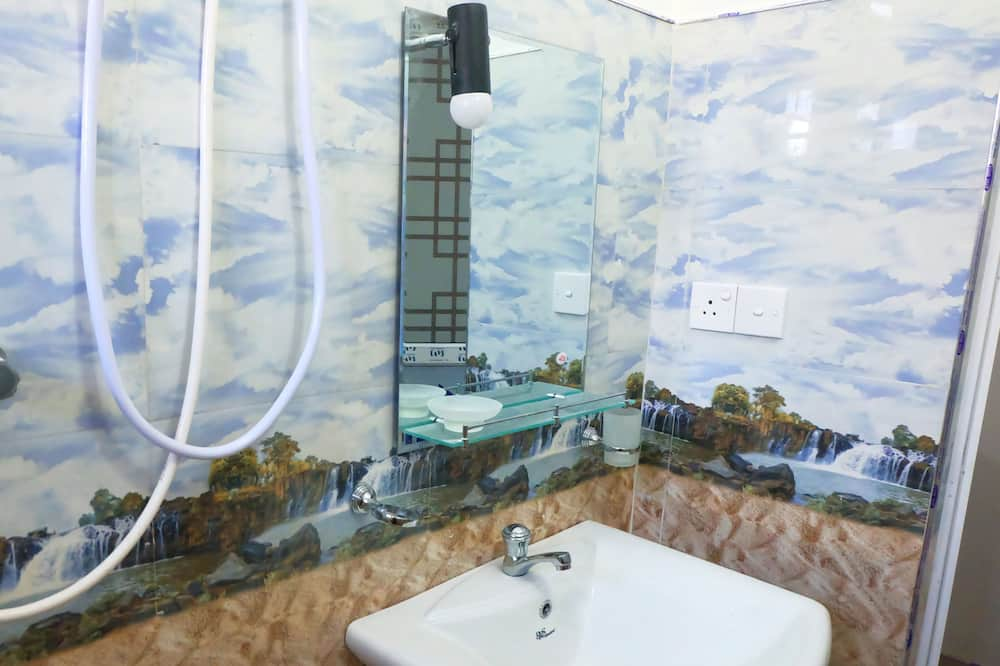 Luxusní třílůžkový pokoj - Koupelna