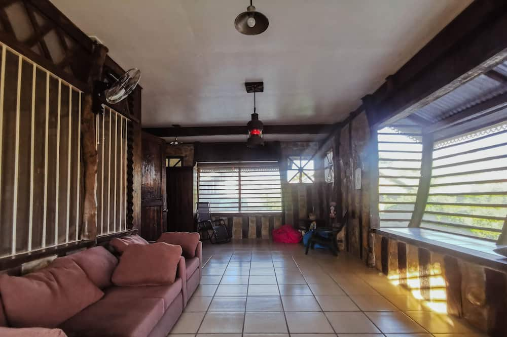 1-bed in a Standard Shared Dormitory, Mixed Dorm (8 beds) - Living Area