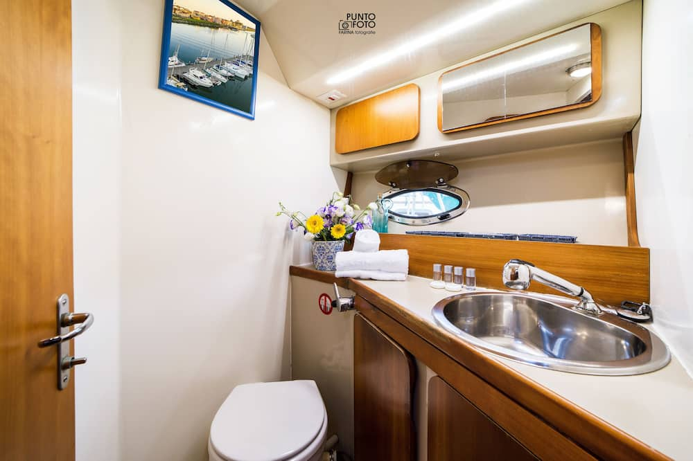 Superior Mobile Home, 2 Bedrooms - Bathroom