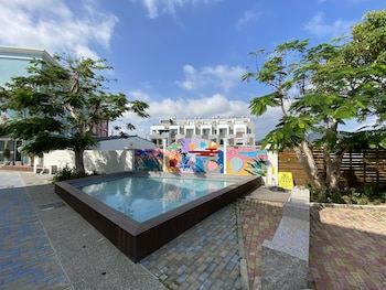 Image de Burano Yellow Villa à Heng-chun