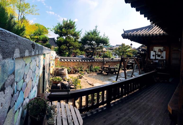 Jeonju Korean Traditional Guesthouse, Jeonju, Garden