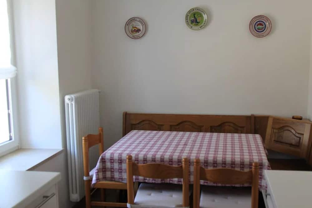 Apartemen Klasik, 2 kamar tidur, lantai dasar - Tempat Makan Di Kamar