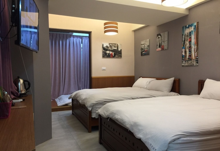 Love Fenjia Colorful Hotel, Taichung, Room (5 Pax, Classic), Guest Room