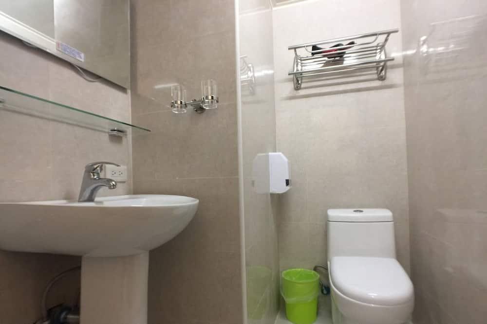 北歐八人房 - 浴室