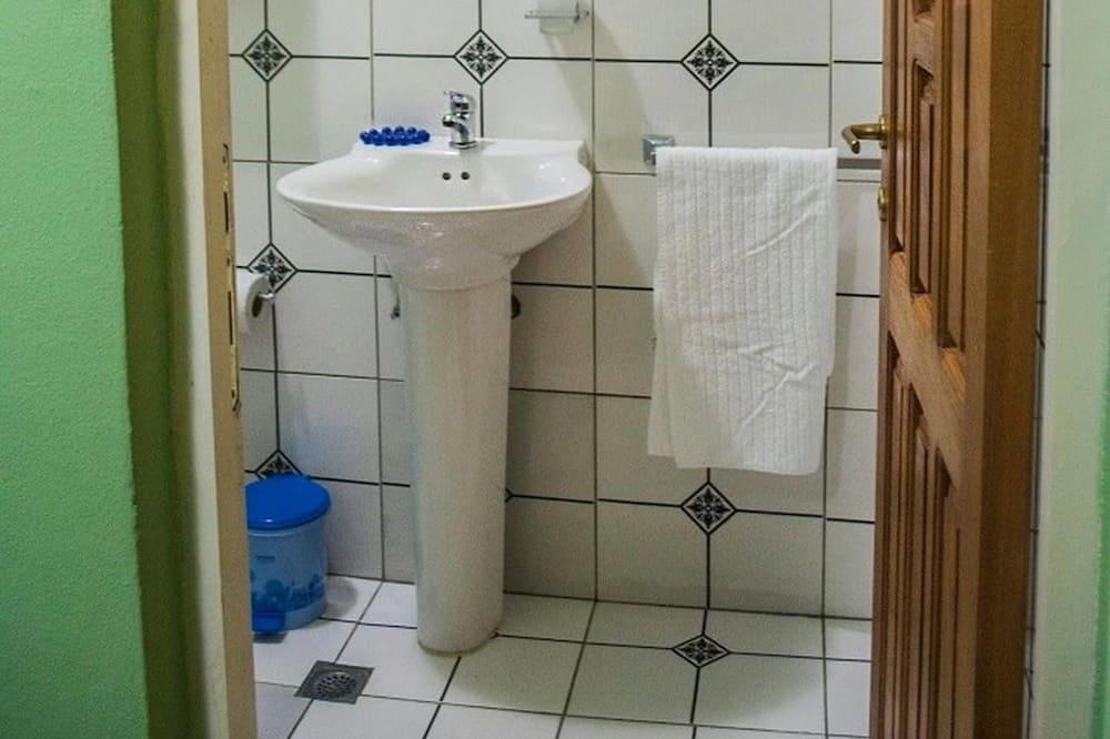 Premium-Dreibettzimmer - Badezimmer