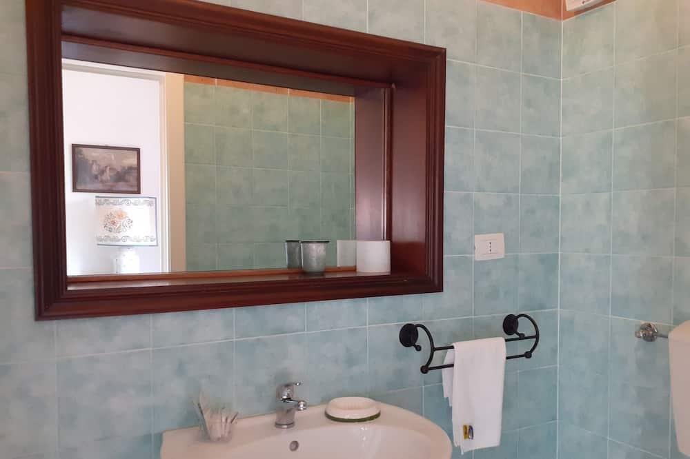 Classic trokrevetna soba - Kupaonica
