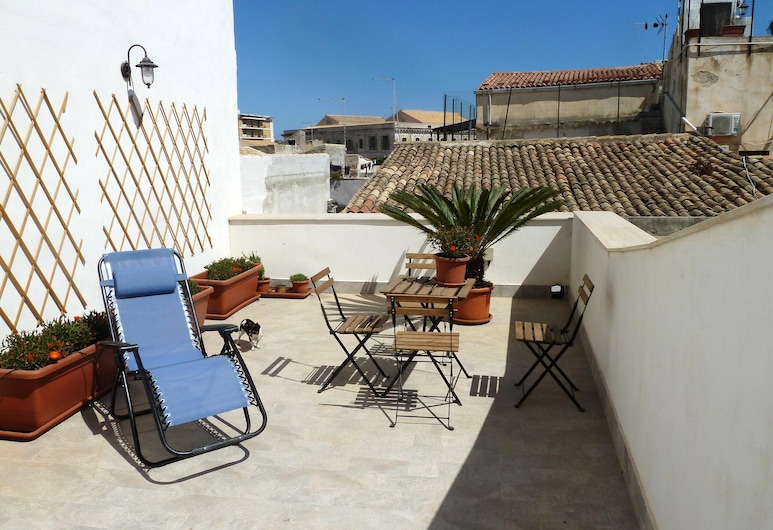 Studio in Siracusa, With Wonderful City View, Furnished Terrace and Wifi - 200 m From the Beach, Syracuse, Terraza o patio