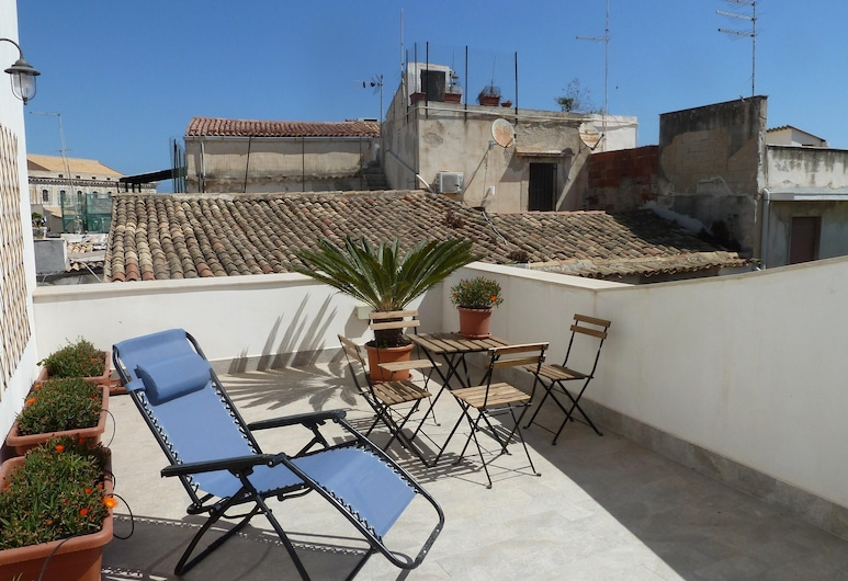Studio in Siracusa, With Wonderful City View, Furnished Terrace and Wifi - 200 m From the Beach, Syracuse