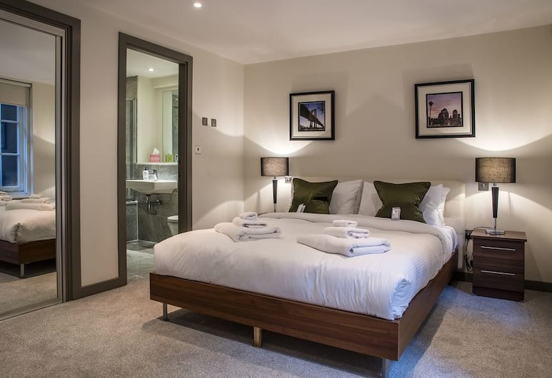 Mayfair Luxury Three Bedroom Apartment , London
