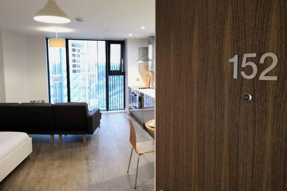 A Modern Studio With Great City Views - 17th Floor, City Views & 2 Minutes to Canal.