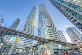 Foto van Skytrees Condos at Union Station in Toronto