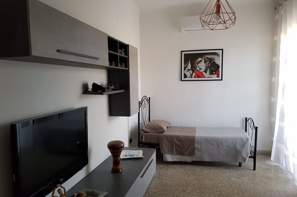 Apartment, 3 Bedrooms, Private Bathroom - Living Area
